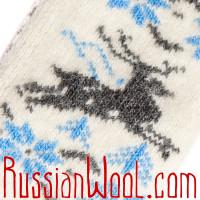 Варежки Олени Бег шерстяные белые с голубым