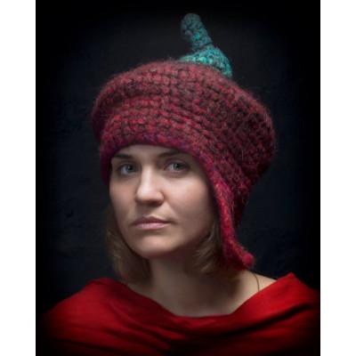 Одноухая шапка с хвостиком