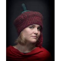 Мягкая вязаная шапка с одним ухом