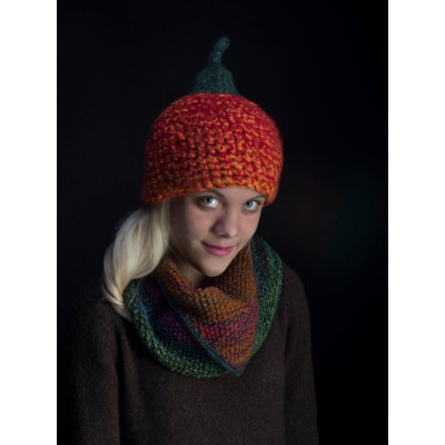 Теплая вязаная шапка в форме тыквы с хвостиком