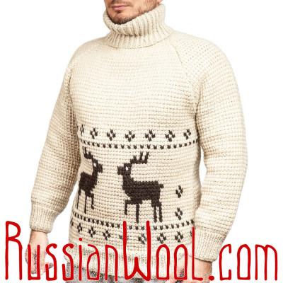 Белый свитер с двумя оленями